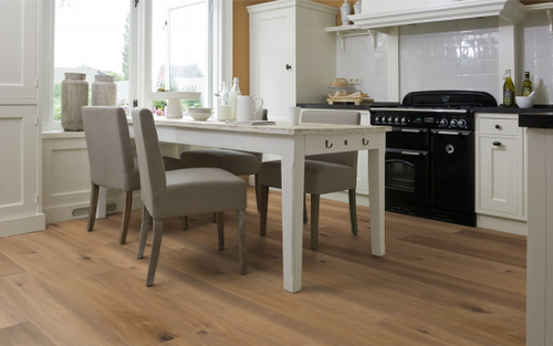 SolidFloor TM Vintage Range 15/4 wood-engineered Oak floor highly suitable for kitchens